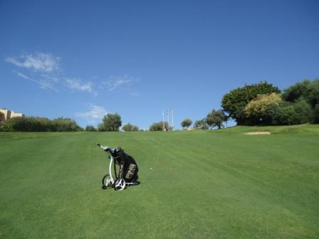 Smartcaddy SC301R on the 18th @ Los arqueros Marbella